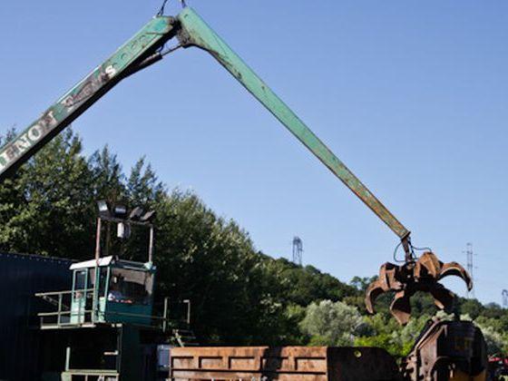 grue-hydraulique-recyclage-déchet-toxique.jpg