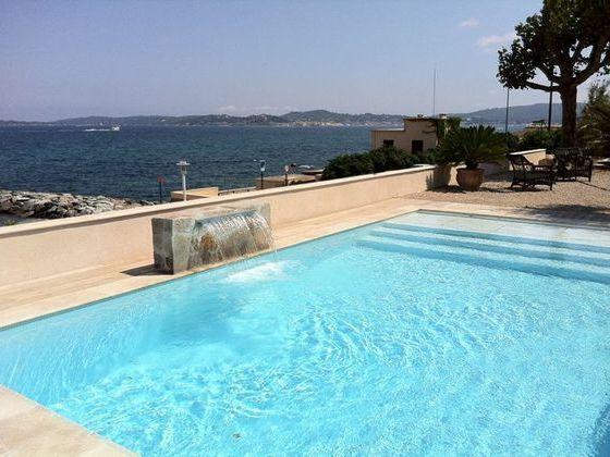 piscine-jet-eau.jpg