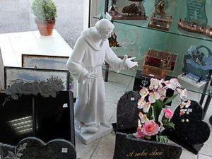 monument article funéraire.jpg