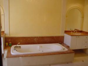 salle de bain pierre naturelle.png
