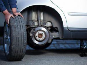 Entretien réparation auto pneu plaquette.jpg