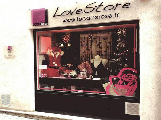 Le-Carré-Rose-love-store.jpg