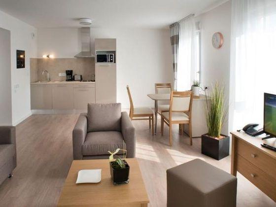 residence senior nimes cuisine salon.jpg