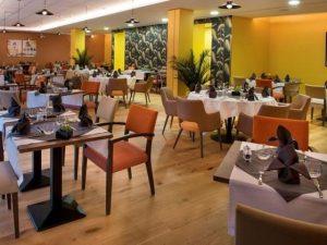 residence senior nimes restaurant repas midi et soir.jpg