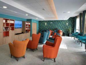 salon multimédia espace Internet salle télé bibliothèque.jpg