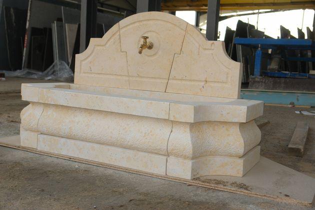 taille de pierre sculture fontaine atelier.JPG