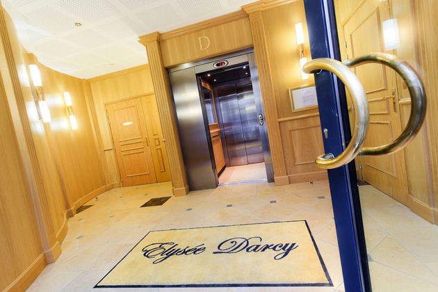 verre bois pierre marbre miroir entrée ascenseur.jpg