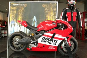 ducati-store-montpellier-696-project-cote-droit.jpg